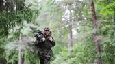 militar : war, hiking, army and people concept - young soldier, ranger or hunter with backpack running in forest Vídeos