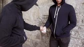 obchod : drug trafficking, crime, addiction and sale concept - addict buying dose from drug dealer on street