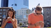 interativo : happy teenage couple with smartphones in city Vídeos