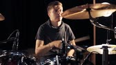 звук : male musician playing drums and cymbals at concert