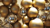 piscar : golden christmas decoration or garland of beads Vídeos