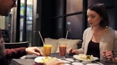 romantizm : happy couple having dinner at vegan restaurant Stok Video