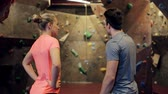instrutor : man and woman talking at indoor climbing gym