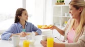 laranja : happy family having breakfast at home kitchen Vídeos