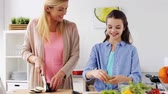 parentalidade : happy family cooking dinner at home kitchen