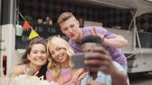 pauzinhos : happy young friends taking selfie at food truck
