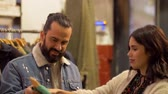 cabide : couple choosing clothes at vintage clothing store Stock Footage