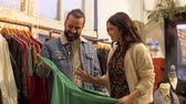 consumismo : couple choosing clothes at vintage clothing store Stock Footage