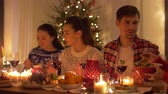 molho : happy friends having christmas dinner at home