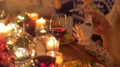 molho : friends eating and drinking wine at christmas