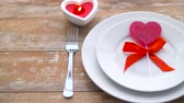 close up of red heart shaped lollipop on plate Vidéos Libres De Droits