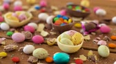 разноцветные : chocolate easter eggs and drop candies on table Стоковые видеозаписи