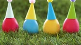 páscoa : easter eggs in party caps on artificial grass