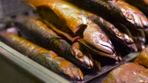 objetos : smoked fish on tray