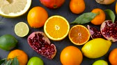 grejpfrut : close up of citrus fruits on stone table