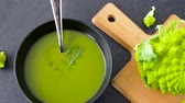 parcela : close up of vegetable green cream soup in bowl
