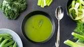 repolho : close up of vegetable green cream soup in bowl