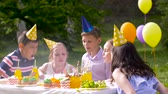 aplauso : happy kids on birthday party at summer garden