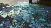 повреждение : shards of broken glass on floor Стоковые видеозаписи