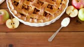 torta : close up of apple pie on wooden table