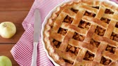 пирог : close up of apple pie and knife on wooden table