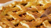 пирог : close up of apple pie slicing by knife