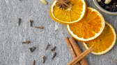 diretamente acima : dried orange slices, anise, cinnamon and spices