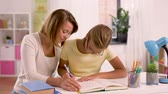 школьница : mother and daughter doing homework together