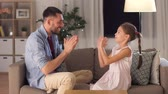 sala : father and daughter playing clapping game at home Vídeos