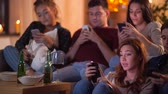 não alcoólico : friends with smartphone watching tv at home