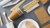 talheres : disposable dishes of paper and wood