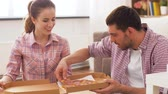 wijnen : couple eating takeaway pizza at home Stockvideo