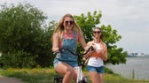 teenage girls or friends with bicycle in summer Stok Video