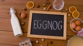 bebida quente : eggnog word on chalkboard, ingredients and spices