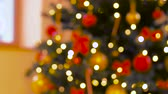 díszes : blurred decorated christmas tree at home