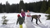 śnieżka : happy family making snowman
