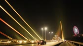 noc : The Bai Chay Bridge in Ha Long, Traffic at night. Wideo