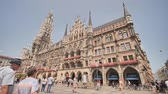 административное здание : Munich, Germany - August 5, 2018: New Town Hall on Marienplatz square in Munich.