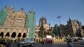 automóveis : Mumbai, India - December 17, 2018: Chhatrapati Shivaji Terminus CST is a UNESCO World Heritage Site and an historic railway station in Mumbai, India