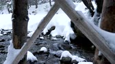 terreno extremo : Nature in winter. River in mountains. Snow
