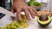 abacate : Cook in kitchen cutting an avocado in pieces on a cutting board in restaurant Stock Footage