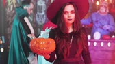 citrouille : Young beautiful woman in black witch costume at a halloween party