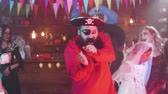 disfarçar : Bearded man in pirate costume dances at a halloween party