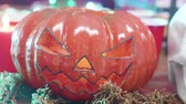 tomada : Scary carved pumpkin jack-o-lantern halloween element. Flashing lights effect. Stock Footage