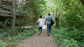 探検家 : Couple walking in the forest then discovering a big mountain. Hiking and adventure