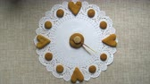 vegeterian : Hand made clock from cookies stop motion animation