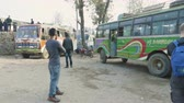 embarque : KATHMANDU, NEPAL - MARCH, 2018: Bus leaves bus staion and goes to Pokhara, march, 2018.