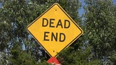 attenzione : Dead End Street Sign Filmati Stock