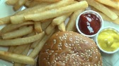 batatas fritas : Hamburgers, French Fries, Fast Food