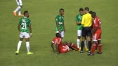 árbitro : Referee Gives Penalty Card